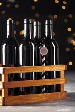 Botellas de vino en caja de madera